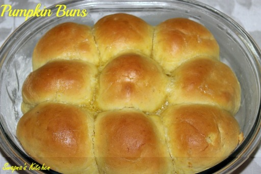 pumpkin buns, pic 5...